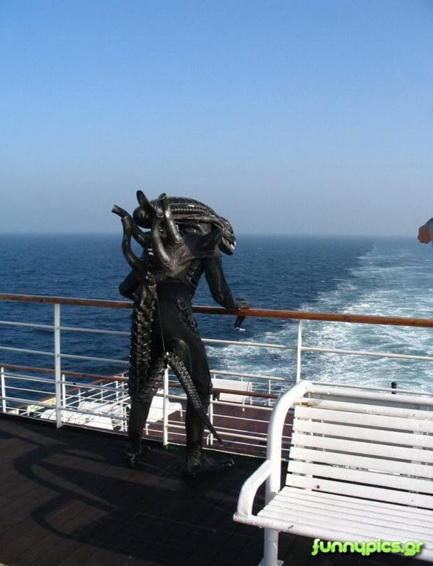 Ο Alien Πάει Κρουαζιέρα